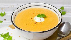 Karotten-Ingwer-Suppe mit roten Linsen