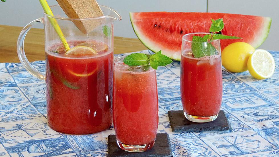 Wassermelonen-Limonade mit Ingwer und Minze