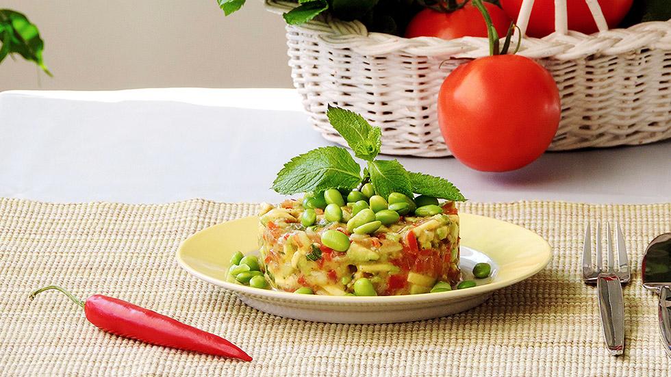 Veganer Avocado-Tartar mit Edamame