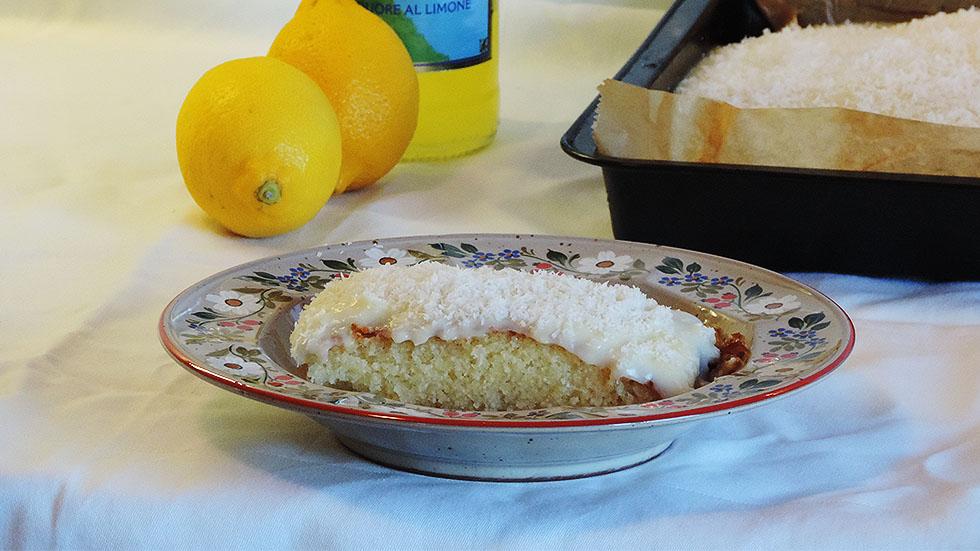 Zitronen-Griesskuchen mit Kokos-Crème
