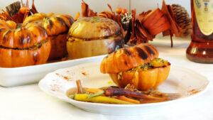 Kürbis gefüllt mit Reis und Cognac-Pilze-Sauce