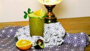 Marokkanischer Smoothie mit Avocado und Minze