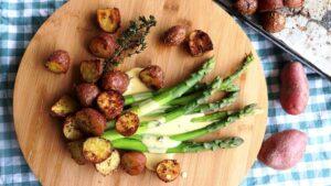 Spargeln mit Cheyenne-Bratkartoffeln in Hollandaise-Sauce
