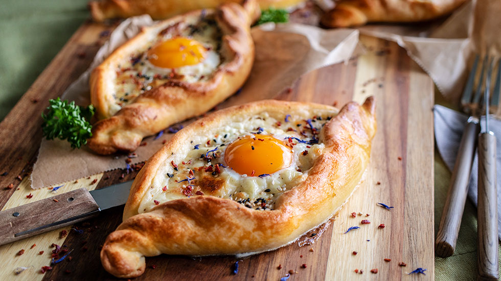 Khachapuri – Georgisches Käsebrot