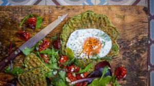 Spinatwaffeln mit Spiegelei & Feta