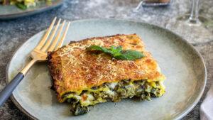 Hausgemachte vegetarische Lasagne mit Spinat