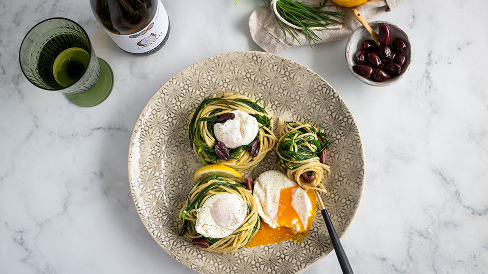 Frühlings-Spaghetti mit Mönchsbart & pochiertem Ei